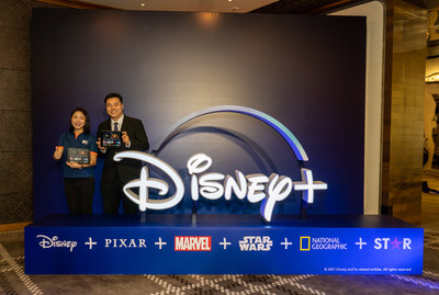 Elinor Shiu, HKBN Co-Owner and CEO – Residential Solutions (left), and Kerwin Lo, General Manager of Taiwan and Hong Kong, The Walt Disney Company, reveal the collaboration between the two companies in bringing unparalleled entertainment choices to HKBN's residential customers.