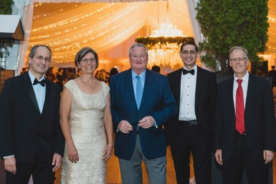 Integral Molecular celebrates 20 years of innovation. Pictured left to right, Joseph Rucker, PhD, VP of Research and Development, Sharon Willis, PhD, VP of Sales and Customer Relations, Philadelphia Mayor, Jim Kenney, Benjamin Doranz, PhD, MBA, President and CEO and Ross Chambers, PhD, VP of Antibody Discovery