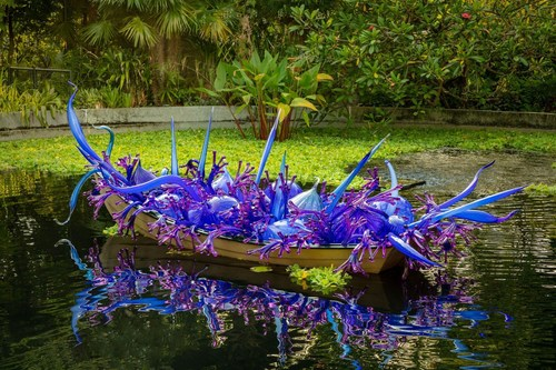 Dale Chihuly, Blue and Purple Boat, 2006. Gardens by the Bay, Singapore, installed 2021 © Chihuly Studio. All Rights Reserved