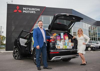 Les concessionnaires Mitsubishi Motors participants de partout au pays ont fait des dons aux banques alimentaires locales en plus d'un don d'entreprise de 125 000 $. (G-D) Dany Lemelin, Boucherville Mitsubishi, Marie-Claude Savaria, directrice du développement philanthropique et des finances, Moisson Rive-Sud (Banque alimentaire) (Groupe CNW/Mitsubishi Motor Sales of Canada)