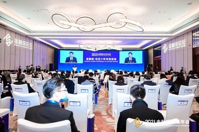 La foto muestra a Sun Shuo, jefe del gobierno del distrito de Xicheng en Pekín, pronunciando un discurso en la Conferencia anual del Financial Street Forum 2021. (PRNewsfoto/Xinhua Silk Road)