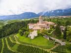 Ein mittelalterliches italienisches Schloss mit 80 Zimmern wird zum ersten Mal in seiner Geschichte verkauft