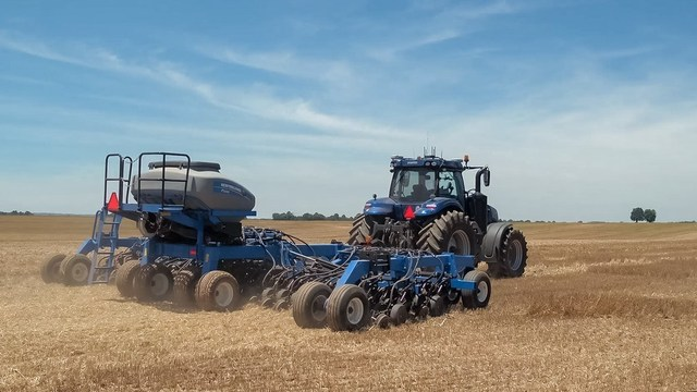 New Holland T8 NHDrive Autonomous Concept Tractor in the field with the New Holland 2085 Air Disc Drill