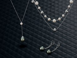 Cultured pearls from Shane Co. are the perfect holiday gift for 2016!