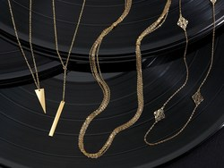 """Santa's delivering romantic Italian gold necklaces and pendants to those who are on his """"good"""" list this year."""