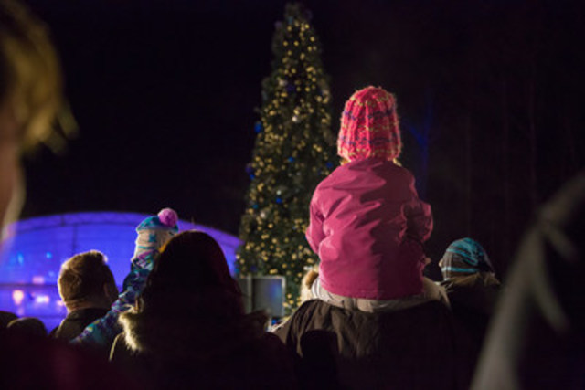 Des résidents profitent de la soirée « Flocon de neige » de WestJet. (Groupe CNW/WestJet)