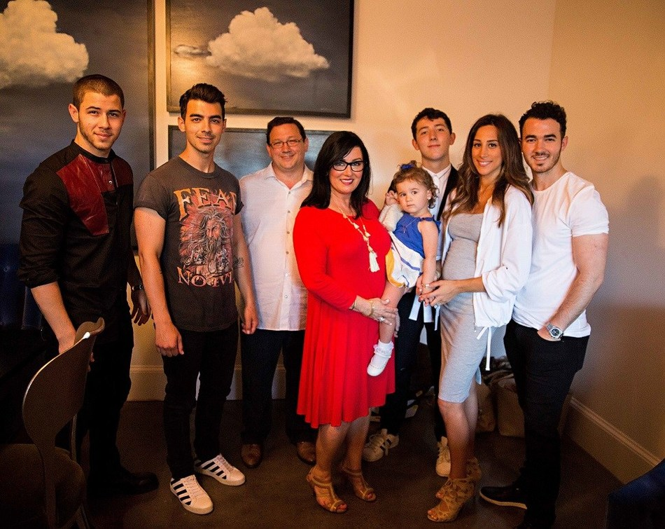 The Jonas family on Food Network's Jonas Restaurant: Family Style.