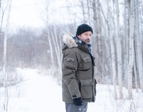 (L-R): Billy Campbell as Detective John Cardinal in CARDINAL (CNW Group/CTV)