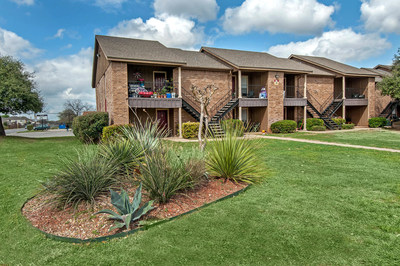 Praxis Capital continues its rapid growth, acquiring Villas de Sendero, a 209-unit Class B property, benefits from an infill location in northwest San Antonio. The property is located within the Westover Hills area, the city's second largest employment corridor. Praxis Capital, Inc. is a real estate private equity investment firm with over $100 million in assets, is focused on value-add multifamily properties in US growth markets, with properties currently in CA, TX, AZ