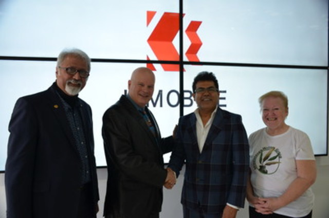 K-Mobile's CEO, Shami Munir, celebrates another store opening in Mississauga with Mike Douglas, Executive Director of the Mississauga Arts Council, Elizabeth Banfalvi, Co-Founder of the Mississauga Writers Group, and Samir Dossal, President of the Canada Pakistan Business Council. (CNW Group/K-Mobile)