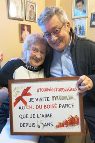 Mère et fils participent à la campagne #7000vies7000visites et invitent la population à faire comme eux (Groupe CNW/Association des établissements privés conventionnés (AEPC))