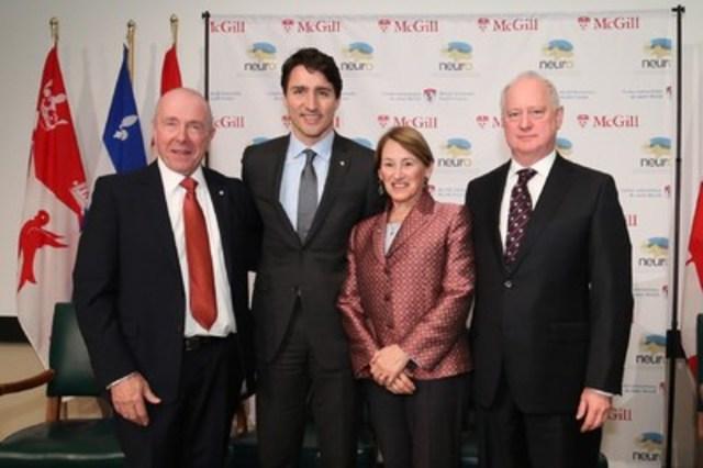 Le premier ministre du Canada, Justin Trudeau, était présent aujourd'hui à l'Institut et hôpital neurologiques de Montréal (INM) pour l'annonce d'un don de 20 millions $ de la famille Larry et Judy Tanenbaum. De gauche à droite : Larry Tanenbaum, Justin Trudeau, Pre Suzanne Fortier et Dr Guy Rouleau. (Groupe CNW/Université McGill)