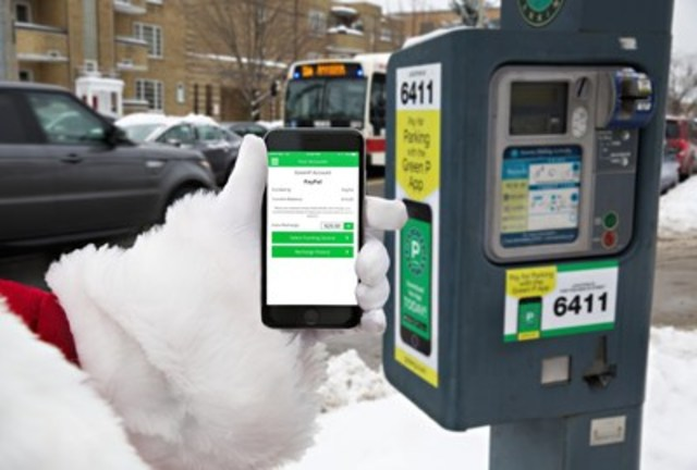 Santa pays with PayPal on the Green P app to park his carriage at Bayview Ave. and Millwood Rd. in Toronto (CNW Group/The Toronto Parking Authority)