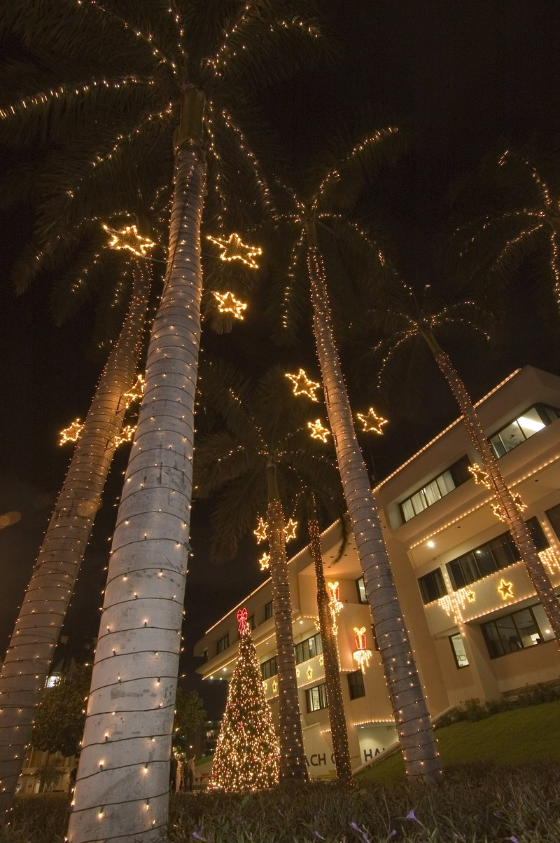 The lights, the sun and sand! Miami Beach is Holiday Ready (Photo Credit: The Miami Beach Visitor and Convention Authority)
