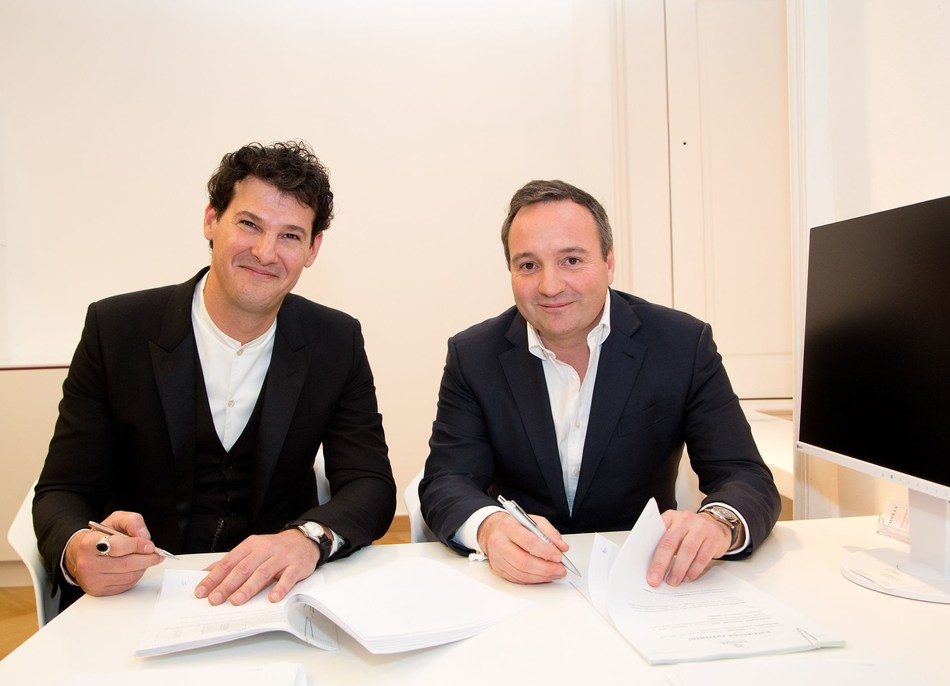 Dr Charalampos Arampatzis  (CEO UNIVERSKIN SAS) , left and Mag. Andreas Prinz (CEO and Co-Owner Croma-Pharma) signing the agreement (PRNewsFoto/Croma-Pharma GmbH)