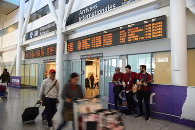 Toronto Pearson's holiday cheer squad is carolling at arrivals for those visiting the Greater Toronto Area for the holidays. (CNW Group/Toronto Pearson)