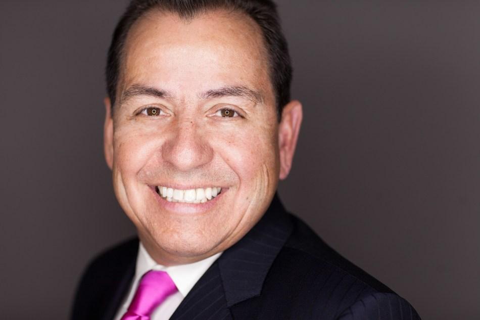 Roberto Barragan headshot