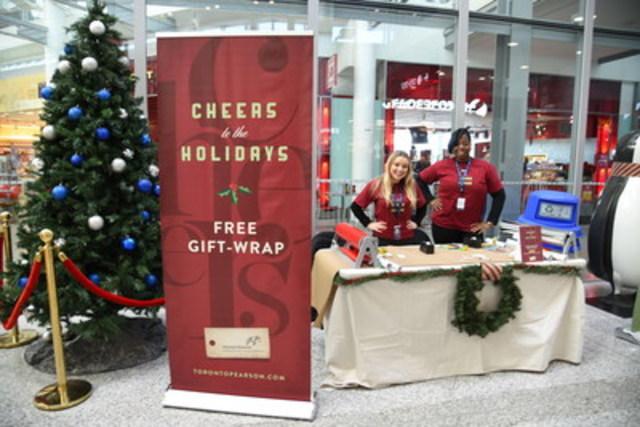 Toronto Pearson offre aux passagers un service d'emballage des cadeaux juste à temps pour les Fêtes. (Groupe CNW/Toronto Pearson)