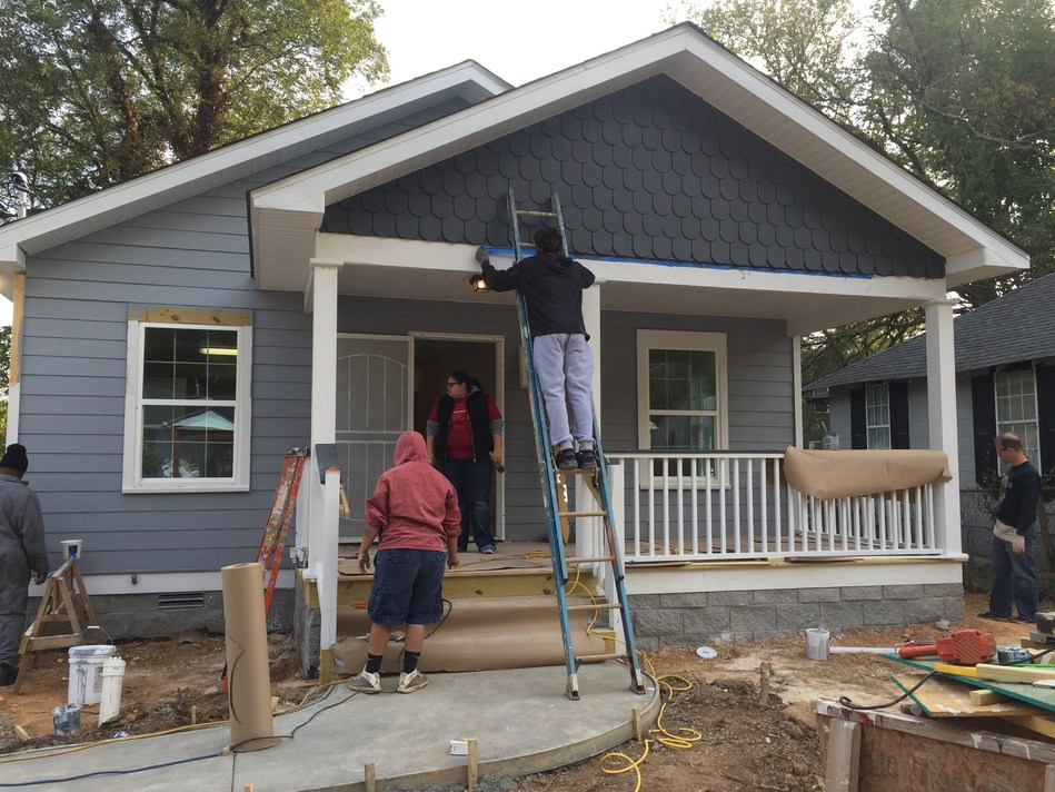 A group of injured veterans served by Wounded Warrior Project(R) (WWP) recently joined Atlanta Habitat for Humanity(R) and volunteers from the local community to build a home for a family in need.