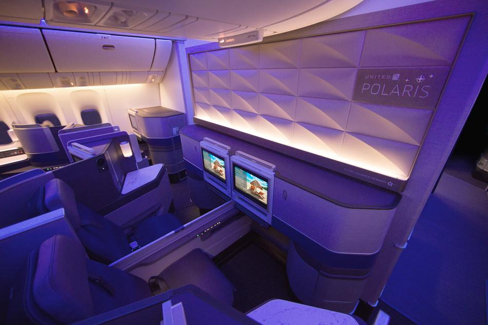 United 777-300ER cabin