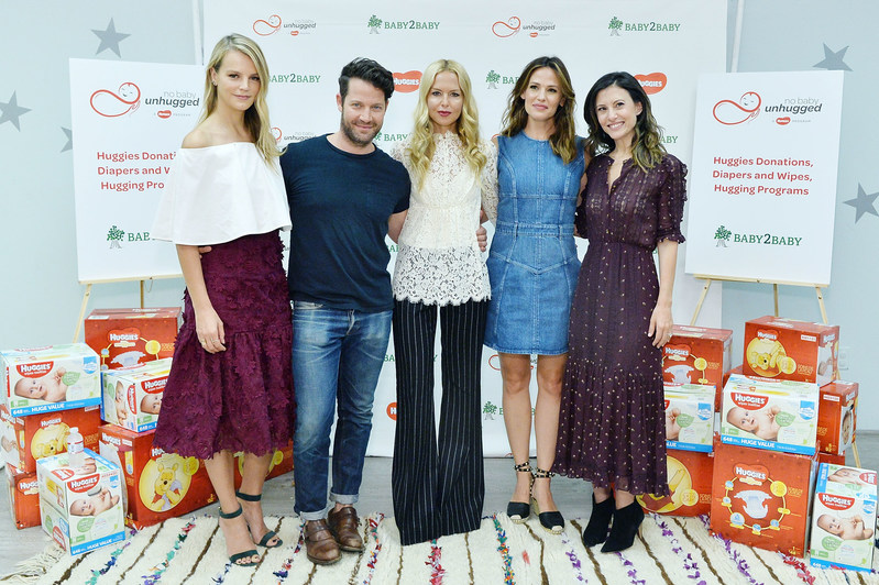 Jennifer Garner kicks off Diaper Need Awareness Week by accepting a Huggies No Baby Unhugged donation of 2.5 million diapers and 5 million wipes to Baby2Baby families in need on September 26, 2016 in Los Angeles, California. (Stephanie/Keenan/Getty Images for Huggies)