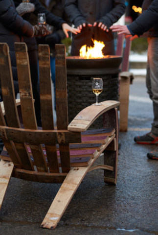 Guests warming up outside at the Niagara-on-the-Lake Icewine Festival (CNW Group/Wine Marketing Association of Ontario)