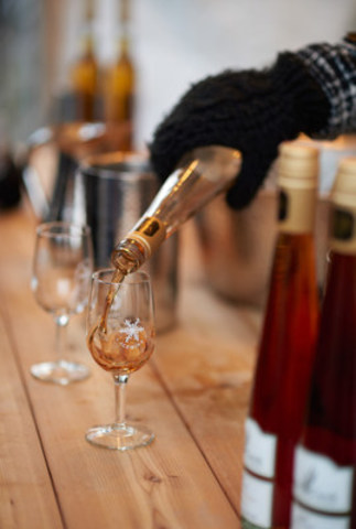 Icewine Samples at a street festival (CNW Group/Wine Marketing Association of Ontario)
