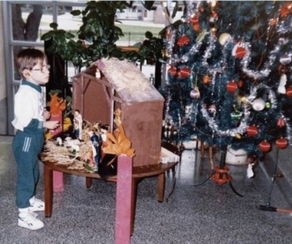 John as a child during the holiday season (CNW Group/DeafBlind Ontario Services)
