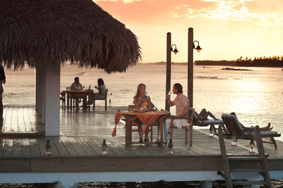 A couple enjoys a romantic dinner in Juan Dolio