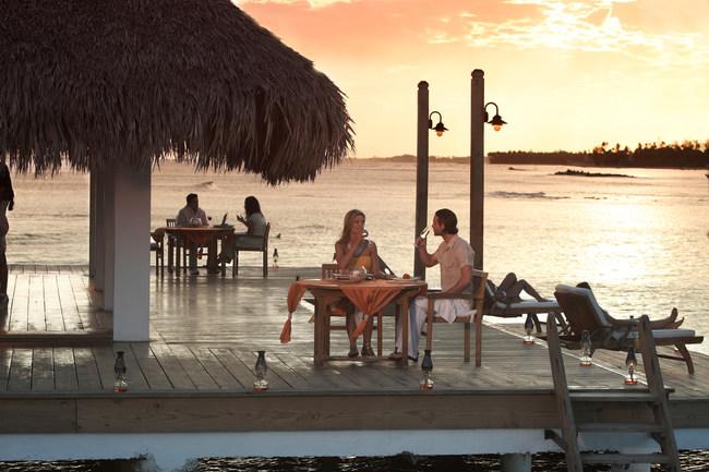 A couple enjoys a romantic dinner in Juan Dolio