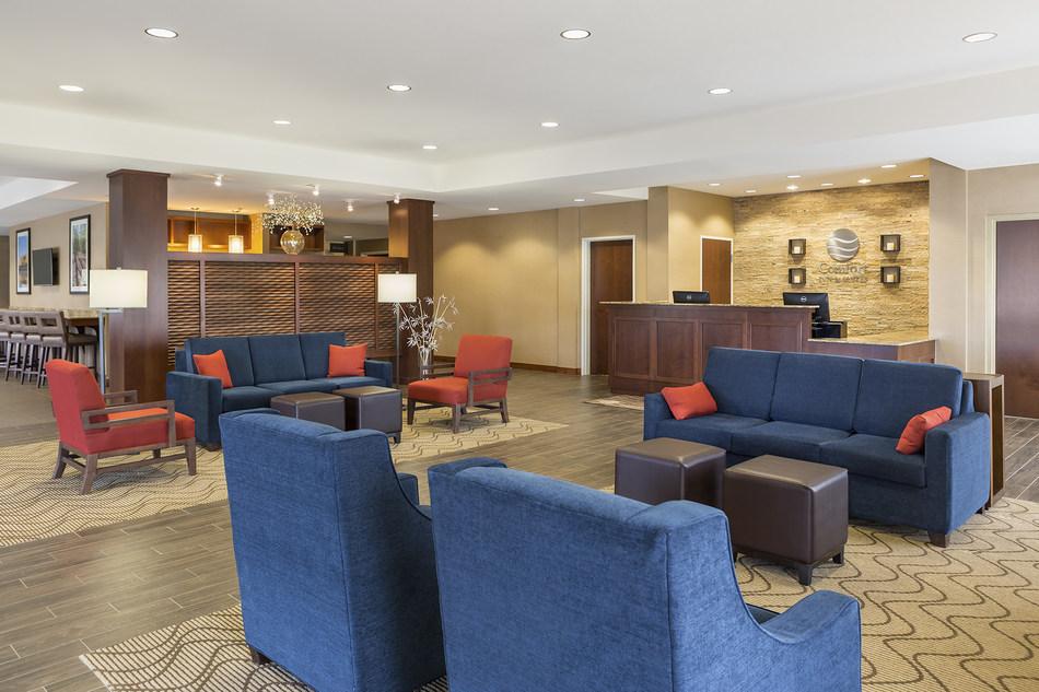 Comfort Inn Lobby and Front Desk