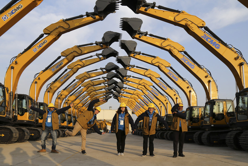 "Five international apprentices from "" XCMG Apprentice"" Season II walked across the excavators"