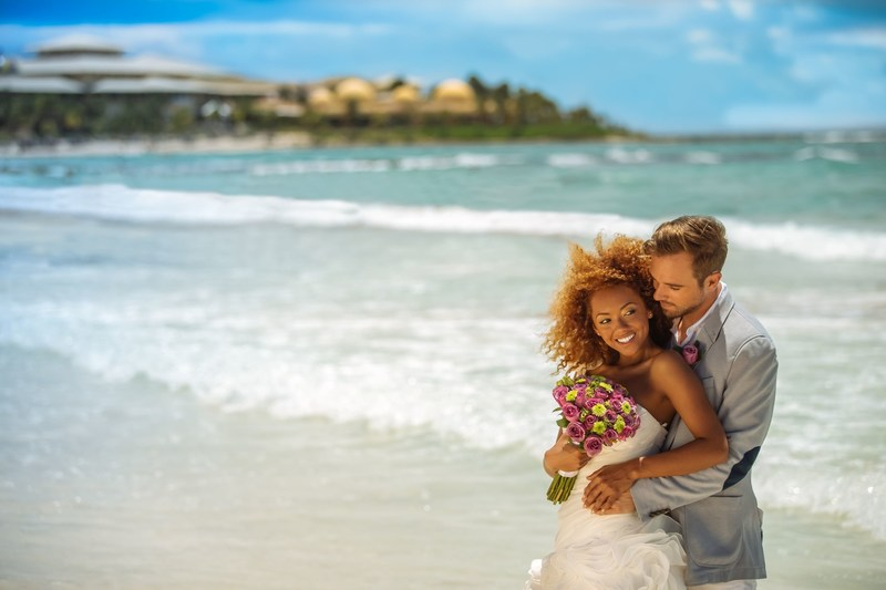 Barcelo Maya Grand Resort's New Offers: White Sand and Crystal Water for the Perfect Wedding (PRNewsFoto/Barcelo Hotels & Resorts)