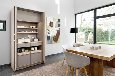 Poggenpohl +STAGE as the heart of the home. In developing +STAGE, Poggenpohl very deliberately focuses on modern living, concentrating on all that is essential and valuable within home life. Activities formerly carried out in different areas are grouped together within a compact space 120 cm wide creating a stylish setting. The highly functional theme units are equipped with slide-in hinged doors, called pocket doors. They can be positioned and combined in both the kitchen and living area and blend harmoniously into a tall unit line or can be deliberately visually accentuated as a stand-alone unit.