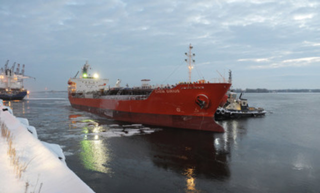 The vessel Chem Sirius, under the command of Captain Danel Ju, was the first ocean-going vessel in 2017 to cross into Port of Montreal waters at 03 :16 this morning. (CNW Group/PORT OF MONTREAL)