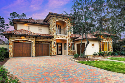 This newly constructed luxury home in The Woodlands, TX will be sold at a live auction on February 4, 2017. Recently asking $1.6 million, the property will now be sold to the highest bidder who meets or exceeds a bid of $1 million. The residence boasts 24-ft. ceilings and high-end finishes throughout. Platinum is managing the luxury auction(R) sale in cooperation with the property's listing agent, Rodrigo Munguia of D&R Consulting. Details at JohnathanCtLuxuryAuction.com.