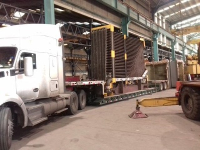Innova Global Waste Heat Boiler being loaded for export to the USA. (CNW Group/Innova Global)