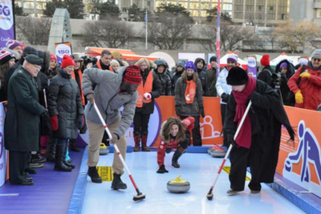 Dans le cadre des célébrations du 150e anniversaire du Canada, le Palmarès 150 de ParticipACTION a été dévoilé aujourd'hui sur un parcours en forme de 150. L''événement de lancement a réuni des dignitaires et des athlètes olympiques qui ont essayé quelques activités de la liste, comme le curling et la traction du bâton. Les Canadiens sont invités à essayer le plus d''activités possible en 2017 pour courir la chance de remporter des prix. Visitez www.participACTION.com/150 (Groupe CNW/ParticipACTION)