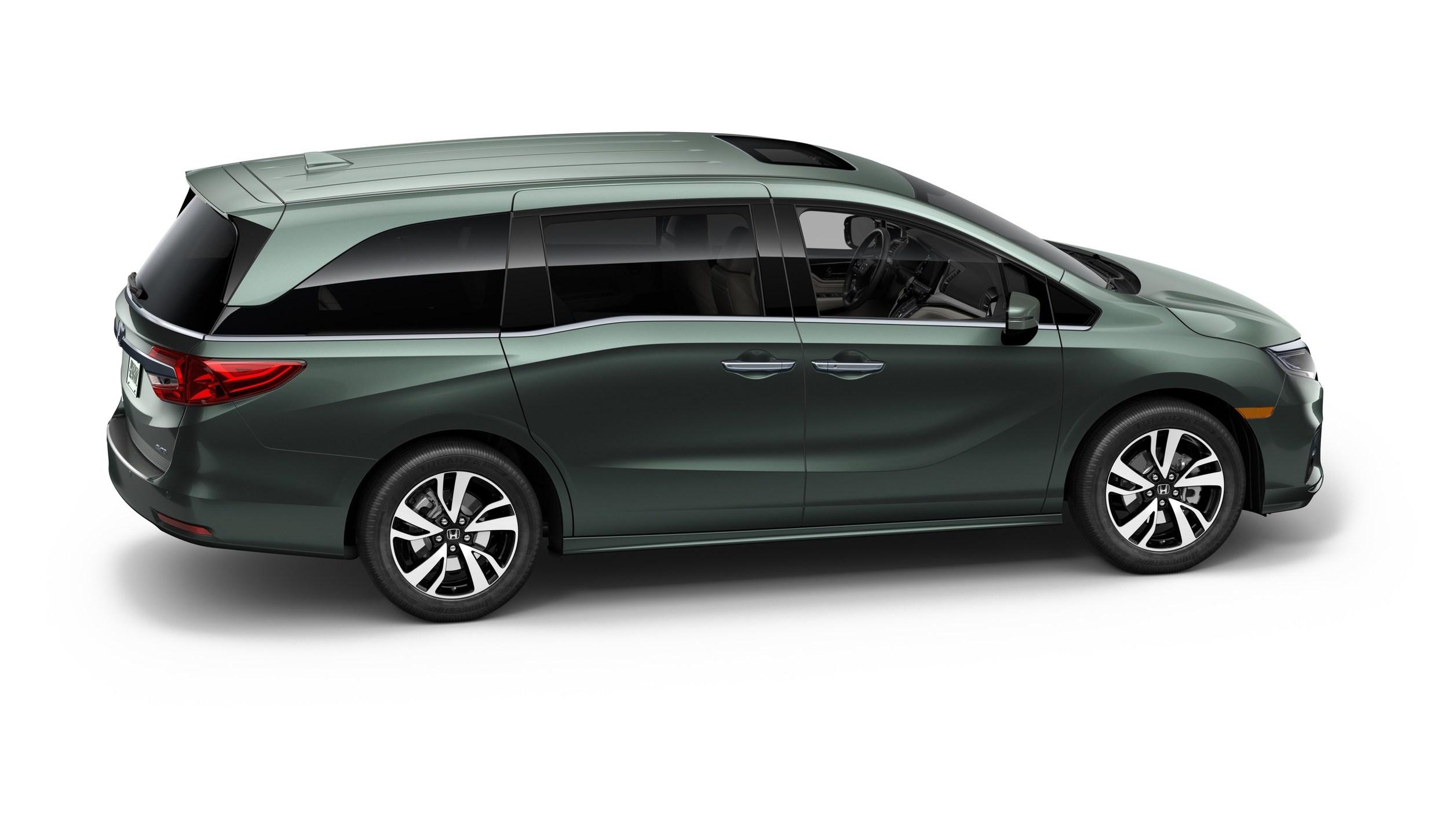 All new 2018 honda odyssey minivan makes world debut at 2017 naias takes family friendly design