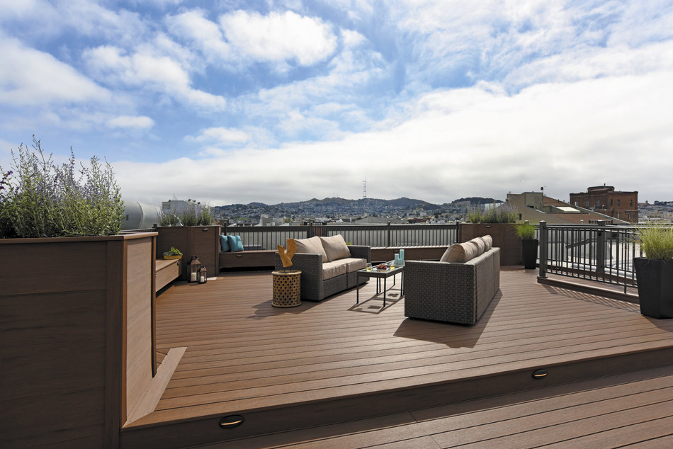 An AZEK Vintage Collection Mahogany rooftop deck in San Francisco.