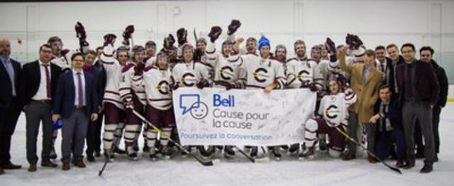 L'assistant capitaine Philippe Hudon et l'équipe de hockey masculin des Stingers de Concordia appuient l'initiative Bell Cause pour la cause (Groupe CNW/Bell Canada)