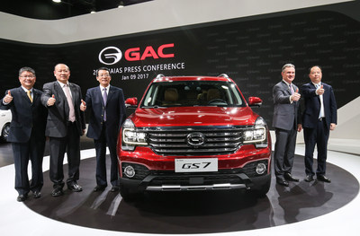 Yu Jun, general manager of GAC Motor; Rod Alberts, executive director of 2017 NAIAS; Feng Xingya, president of GAC Group; Zhang Qingsong, deputy general Manager of GAC Group and Wang Qiujing, president GAC Engineering at the world premiere of GS7.