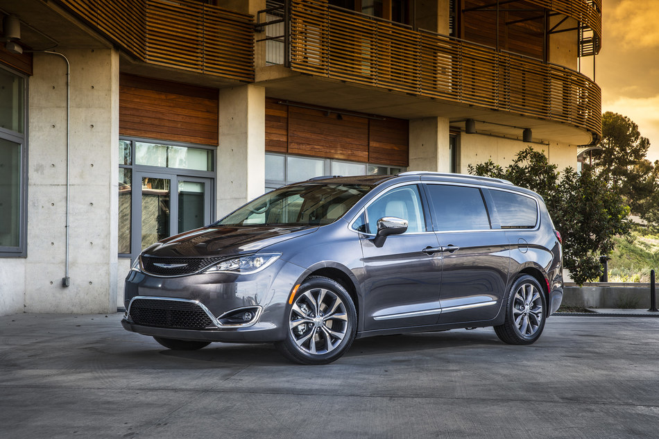 "All-new 2017 Chrysler Pacifica Wins Cars.com ""Best of 2017"" Award"
