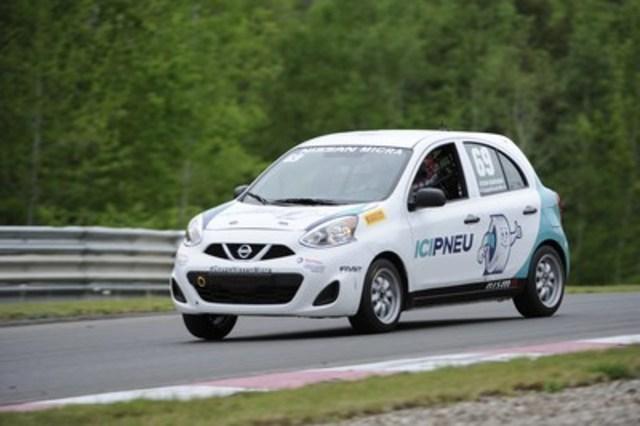 Stefan Rzadzinski dans sa voiture Ici Pneu/Tireland de la Coupe Nissan Micra (69), commandité par le Groupe Touchette (Groupe CNW/Nissan Canada Inc.)