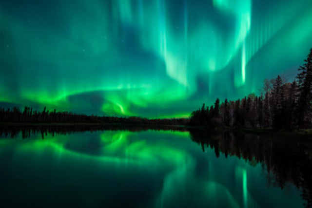Celebrate Canada's 150th birthday by travelling to see the natural light show of the aurora borealis (CNW Group/Hotels.com)