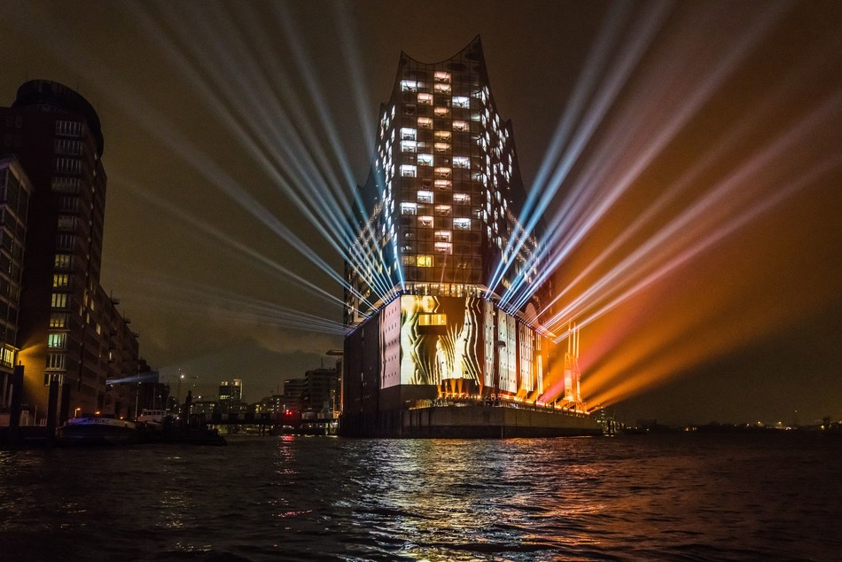The spectacular light display on the facade of the Elbphilharmonie, Hamburg's new landmark Copyright: Hamburg Musik gGmbH/Caccini (PRNewsFoto/Elbphilharmonie Hamburg)