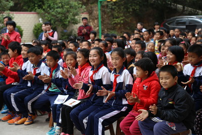 Children of Wuxing Village Give Warm Welcome to the AmCham Delegates