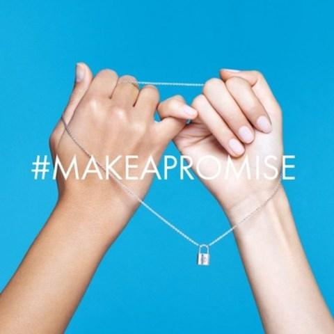 Un an après le lancement de son partenariat mondial avec l'UNICEF, Louis Vuitton lance le 12 janvier 2017 sa première journée #makeapromise (faites une promesse) dans son réseau mondial de magasins, afin de recueillir des fonds pour les enfants qui ont besoin d'aide de toute urgence. (Groupe CNW/UNICEF Canada)