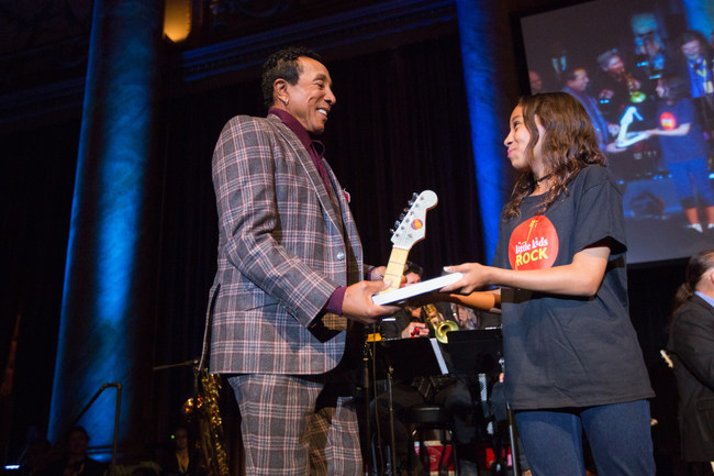 Smokey Robinson receiving the Rocker of the Year award at the 2016 Little Kids Rock Benefit.