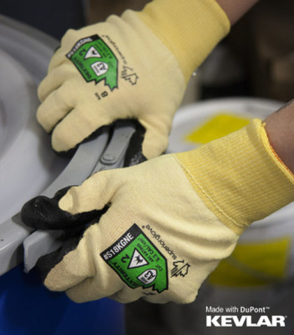 The world's first 18-gauge arc flash-rated glove. (CNW Group/Superior Glove)